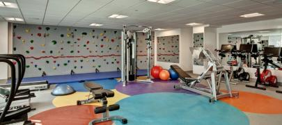 Fitness climbing wall